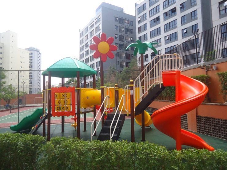 piso emborrachado playground